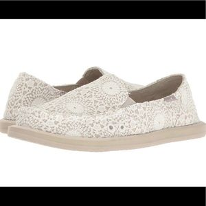 New with Tags Sanuks size 7